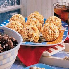 Caramel Popcorn Balls Recipe -I've been a fan of popcorn since my mother used to grow corn in our garden. I've shared this special treat for years. Friends and family often request it during the holiday. Caramel Popcorn Balls Recipe, Spicy Popcorn, Marshmallow Popcorn, Brownie Muffin Recipe, Muffin Recipes, Hungry Girl Recipes, Dessert Recipes, Desserts, Candy Recipes