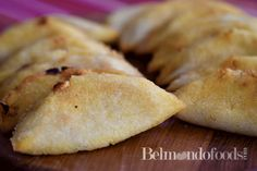 Crunchy empanadas prepared with Harina P.A.N. filled with cheese for frying/onions Baked Empanadas, Gluten Free Pastry, Vegetarian Bake, Baked Cheese, Fast Recipes, Fried Onions, Fries, Oven, Rolls
