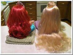 Untangling Dolls Hair use a wig brush and 50/50 fabric softener and water