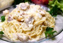 Zapečené špagety s kuřecími prsíčky se smetanovo-sýrovou omáčkou! Meat, Chicken, Ethnic Recipes, Food, Cooking, Meal, Eten, Meals, Buffalo Chicken