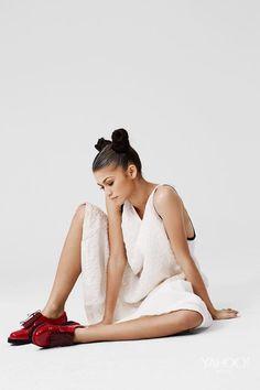 Zendaya Coleman Does Fun Photoshoot with Yahoo Style - Art Becomes You Mode Zendaya, Zendaya Outfits, Zendaya Style, Zendaya Fashion, Zendaya Coleman, Pose Mannequin, Zendaya Photoshoot, Photoshoot Fashion, Bandeau Outfit