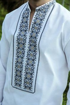 Folk Embroidery, Embroidery Stitches, Machine Embroidery, Embroidery Designs, Palestinian Embroidery, Types Of Shirts, Men's Shirts, Cute Designs, Floral Tie
