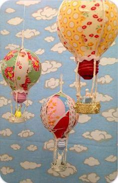 blog-chocomenta:  Veja que lindo esses balões para o quarto de bebê! São lâmpadas encapadas, genial, não?