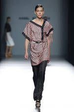 Angel Schlesser exhibe sus propuestas para primavera-verano 2016 sobre la pasarela de Mercedes-Benz Fashion Week Madrid - Ediciones Sibila (Prensapiel, PuntoModa y Textil y Moda)