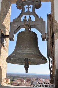 Alardos. Al son de las campanas en Madrigal, Puerta de la Vera, Caceres, Extremadura, Spin