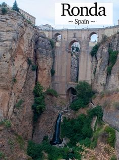 A towering stone edifice with both an enchanting and dark side drops some 120 metres into the Río Guadalevín, stretching across the Tajo de Ronda (Ronda Gorge) to form the Spanish city of Ronda.