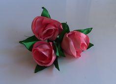 Botao de Rosa com fitas de cetim Passo a Passo