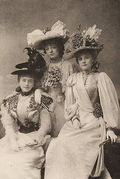 Fashionable ladies of the 1890s!