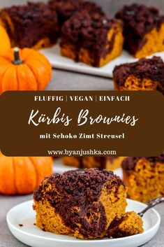 Autumn has become a little sweeter with these pumpkin brownies with chocolate cinnamon crumble. Moist and cinnamony pumpkin dough, a chocolate brownie layer and sweet chocolate cinnamon crumble. A simple recipe for fluffy and vegan pumpkin brownies. Sweet Pumpkin Recipes, Sweet Recipes, Vegan Treats, Vegan Foods, Baking Recipes, Dessert Recipes, Pumpkin Brownies, Vegan Pumpkin, Pumpkin Puree