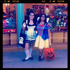 Halloween came early to us at disneyland<3 alice and snow<3
