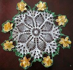 """Gold Green Raised Rose Flower VINTAGE HAND CROCHET DOILY TABLE 22"""""""