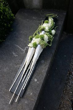 Funeral flower arrangement ~ Baudouin Roelants – Source by Funeral Floral Arrangements, Unique Flower Arrangements, Unique Flowers, Beautiful Flowers, Memorial Flowers, Funeral Memorial, Sympathy Flowers, Interior Garden, Funeral Flowers