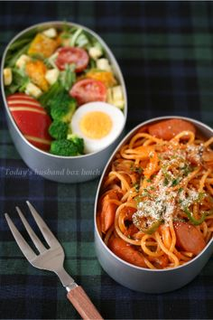 Bento ~ spaghetti w/ sausage, boiled egg, & vegetables Bento Recipes, Healthy Recipes, Kawaii Bento, Japanese Lunch, Eat This, Food Garnishes, Bento Box Lunch, Aesthetic Food, Food Menu