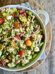 Gresk inspirert couscoussalat Pasta Salad, Cobb Salad, Couscous, Vinaigrette, Ethnic Recipes, Food, Meal, Cold Noodle Salads, Hoods
