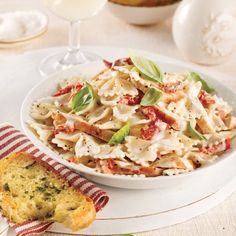 Orzo crémeux poulet et cheddar - 5 ingredients 15 minutes Farfalle Recipes, Gourmet Recipes, Healthy Recipes, Pasta Al Dente, Fresh Mozzarella, Creamy Chicken, Food Gifts, How To Cook Chicken, Pasta Dishes