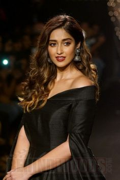 Ileana D'cruz Bollywood Girls, Bollywood Actress Hot, Beautiful Bollywood Actress, Most Beautiful Indian Actress, Beautiful Actresses, Bollywood Style, Indian Actress Photos, Indian Actresses, Indian Celebrities