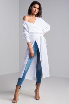 ac7afd214887 AKIRA Long Sleeve Longline Split Front Blouse in White