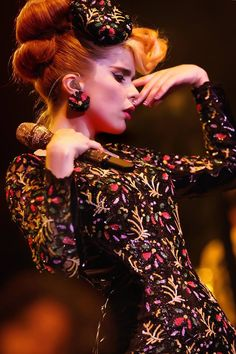 To me, Paloma Faith has the soul of jazz musicians of the past, with her quirks ultimately making her an incredibly fresh and interesting artist. Rockabilly, Paloma Faith, Fairytale Fashion, Female Singers, Girl Crushes, Headpiece, Style Icons, Beautiful People, Beautiful Ladies
