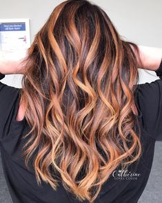 Pretty fall hair colors for brunettes including Splash of balayage, Warmed-up brunette, Caramel high Fall Hair Color For Brunettes, Fall Hair Colors, Cool Hair Color, Highlighted Hair For Brunettes, Highlights For Brunettes, Brunette With Caramel Highlights, Hair Color Highlights, Hair Color Balayage, Balayage Brunette