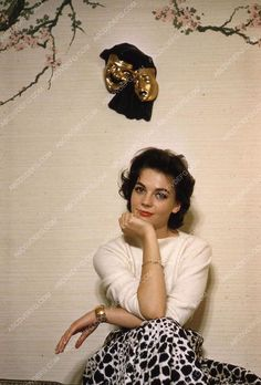 Natalie wearing a cow print skirt Hollywood Fashion, Hollywood Actresses, The Great Race, Russian American, Splendour In The Grass, Fashion Idol, Natalie Wood, Child Actresses, Print Skirt