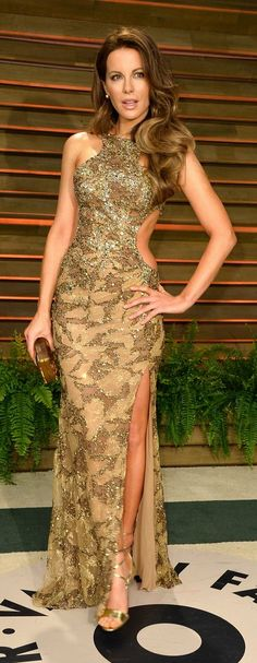 Kate Beckinsale in Elie Saab Couture attends the Vanity Fair Oscar Party. #bestdressed