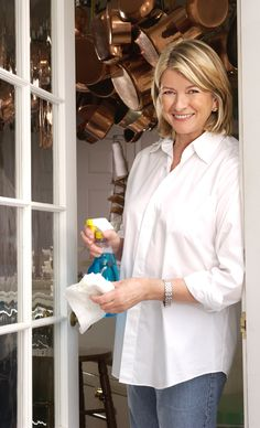 The leading lady of household: Martha Stewart. Here she is with a weekly cleaning checklist. Let's get started :) Weekly Cleaning, Household Cleaning Tips, Cleaning Checklist, Diy Cleaning Products, Cleaning Solutions, Cleaning Hacks, Cleaning Supplies, Kitchen Cleaning, Cleaning Lists