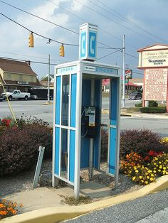 Old phone booth Telephone Vintage, Telephone Booth, Vintage Phones, Old Phone, I Remember When, Ol Days, The Good Old Days, Phone Backgrounds, Phone Covers