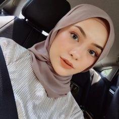 Foto Syafiqah Aina Muka Flawless - Another! Modern Hijab Fashion, Hijab Fashion Inspiration, Muslim Fashion, Fashion Tips, Stylish Hijab, Casual Hijab Outfit, Hijabi Girl, Girl Hijab, Beautiful Hijab Girl
