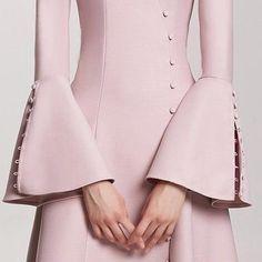 No photo description available. Kurti Sleeves Design, Sleeves Designs For Dresses, Sleeve Designs, Kurtha Designs, Blouse Designs, Sewing Sleeves, Fashion Details, Fashion Design, Looks Chic