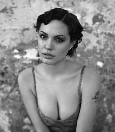I used to LOVE Angelina Jolie back in the day when she was wild, healthy looking and free <3