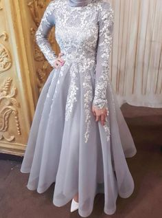 SA MO provides you with unique elegant collections of soirée hijab dresses . Hijab Prom Dress, Hijab Gown, Muslimah Wedding Dress, Hijab Evening Dress, Hijab Style Dress, Hijab Wedding Dresses, Muslim Dress, Evening Dresses, Prom Dresses