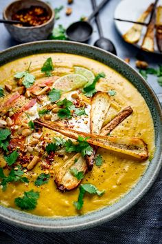 A warming winter soup with a hint of spice that's filling, nutritious and comforting. Perfect on a chilly day. Parsnip Recipes, Soup Recipes, Vegetarian Recipes, Cooking Recipes, Healthy Recipes, Recipies, Dinner Recipes, Curried Parsnip Soup, Sweet Potato Curry