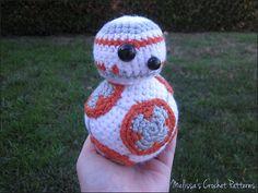 Patrón en español del amigurumi del robot BB8 de Star Wars. Paso a paso. Click aquí para empezar a realizarlo de forma fácil y rápida.