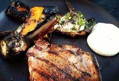 Grillpremiär! Härliga grönsaker - zucchini paprika fänkål jalapeno vitlök - fläskkotletter och bea. Underbart med grillat! . #bbq #barbeque #grilla #grillning #grillpremiär #paprika #fänkål #jalapeño #zucchini #squash #grillat #grill4life #courgette #vitlök #ajo #vitlök #fläskkotlett #pork #lowcarb #lågkolhydratkost #nordicseason #porkchops #chuleta #bearnaisesås #lchf #lowcarblifestyle #banting #sommarkänsla #lavkarbo #bearnaisesauce #keto by sandras_lchf_blogg