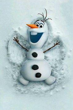 Olaf haciendo un angel de nieve
