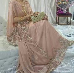 Image discovered by MeRyOuMa. Find images and videos about algerian and chaoui on We Heart It - the app to get lost in what you love. Indian Gowns Dresses, Pakistani Dresses, Indian Outfits, Bridal Dresses, Couture Dresses, Fashion Dresses, Kaftan Abaya, Arabic Dress, Most Beautiful Dresses
