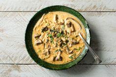 Scharfe Curry-Kokos-Suppe mit Zitronengras und gerösteten Erdnüssen Rezept   HelloFresh