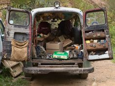 Tod's Vegetable Oil Van, North Carolina Lucas Foglia living off the grid Live Slow Die Whenever, Roof Beam, Space Place, Off The Grid, Clothes Line, Sustainable Living, Survival, Simple, Nature