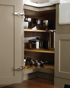 how to deal w/ the blind corner kitchen cabinet //livesimplybyannie.com  -great ideas!