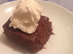Kestaneli pasta, bitter çikolata ile kestanenin birleşiminden oluşan muhteşem bir tariftir.Kış gelmeye başlayınca kestane kebapçıları da sokak köşelerinde yerlerini almaya başlıyor. Bizde kestanemizi alıp kekin içine koyuverdik.Denemenizi şiddetle tavsiye ediyorum. Püf Noktası:Pastanızı isterseniz kestane şekeriyle de süsleyebilirsiniz. Harika bir kek tarifim var! Sağlıklı ve bir o kadar da lezzetli bir …