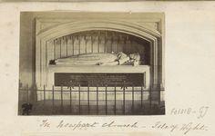 Anonymous | Graftombe van prinses Elizabeth door Carlo Marochetti in de kerk van Newport (Isle of Wight), Anonymous, c. 1860 - c. 1870 | Onderdeel van Engels familiealbum met foto's van personen, reizen, cricket en kunstwerken.