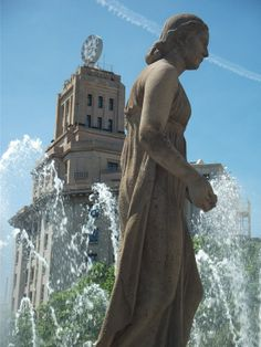 One of the main squares of Barcelona boasts beautiful fountains and statues and is an ideal place for people watching. Barcelona 2016, Gaudi, Statues, Squares, Sculptures, Europe, People, Travel, Beautiful