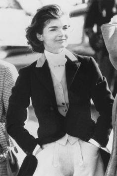 Jackie Kennedy Wedding, Jackie Kennedy Style, Jacqueline Kennedy Onassis, Jaqueline Kennedy, Ted Kennedy, John Kennedy, Puffy Skirt, Cool Street Fashion, Michelle Obama