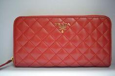 2013 Outlet Prada Portafoglio PR003 è realizzata con pelle di qualità superiore e design della moda, che può essere il vostro gusto. Questo elegante e pratico $148