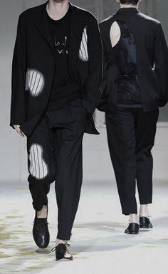 Yohji Yamamoto - Page 33 - StyleZeitgeist 2000s Fashion, College Fashion, Japan Fashion, Runway Fashion, Rare Clothing, Piece Of Clothing, Yohji Yamamoto, Yomi Casual, Estilo Unisex