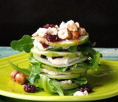 Pera o manzana,queso de cabra ,frutos secos y vinagreta.