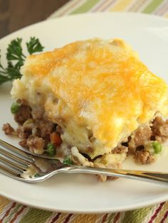 ground turkey shepherd's pie with peas, carrots and melted cheese