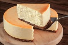 HOW TO MAKE VEGAN CHEESECAKEThis Cheese Cake is the Bomb It only has 4 ingredients and this is very healthy learn how to make this delicious tofu cheesecake on your own Vegan Treats, Vegan Foods, Dairy Free Cheesecake, Vegan Cheesecake Recipes, Vegan Cheescake, Vegan Dessert Recipes, Tofu Dessert, Vegetarian Recipes, Zebra Cakes