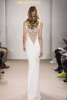 Gorgeous back detail wedding dress from Pronovia. https://es.pinterest.com/pin/96968198207989947/