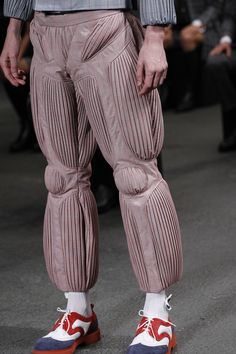 See all the Details photos from Thom Browne Spring/Summer 2015 Menswear now on British Vogue 3d Fashion, Fashion Studio, Fashion Details, Fashion Show, Fashion Looks, Mens Fashion, Fashion Design, Estilo Kitsch, Vogue Paris